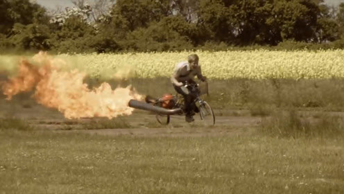 国外研发火箭自行车,时速高达300公里,网友:刹车亮了
