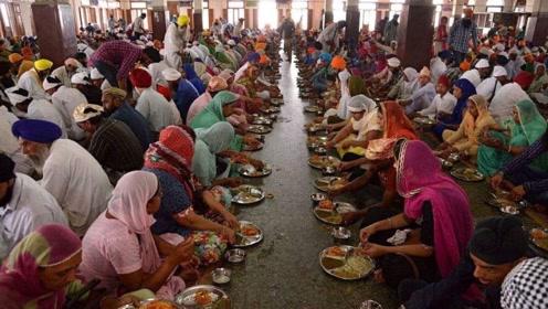 世界上最大的免费食堂,每天要接待10万人,一天就要吃掉7吨面粉