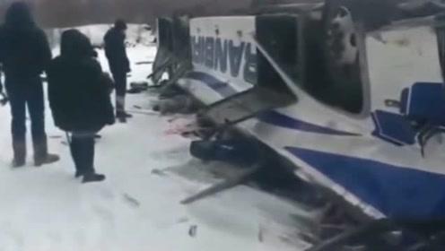 俄罗斯大巴从6米高桥上坠河 19死21伤