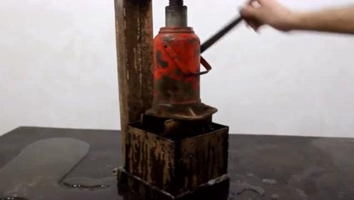 小伙设计了一台机器,能把垃圾压缩成方块,太实用了