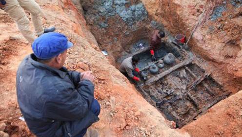 江苏发掘一汉代千年古墓,出土2000恐怖兵器,能轻松穿透十层报纸