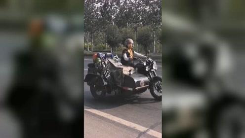 女子带2岁儿子骑摩托车游中国,从河北出发想走遍每个省