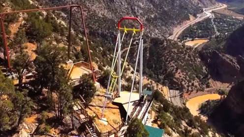 世界上最惊险的公园,在400米的悬崖上荡秋千,这还不是最过瘾的