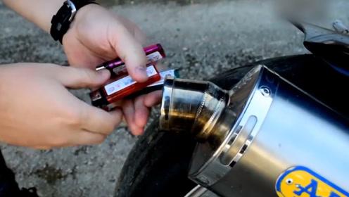 将打火机塞进摩托车尾气筒会怎样?老外大胆试验,结果太震撼了