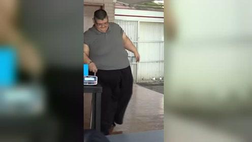 """燃烧你的卡路里!""""世界上最胖的人""""成功减重660斤"""