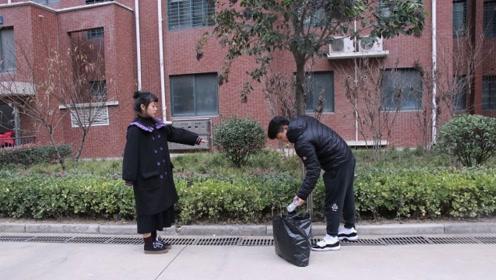 丈夫残疾,妻子为了挣钱外出打工,3年后回家看到丈夫在捡垃圾
