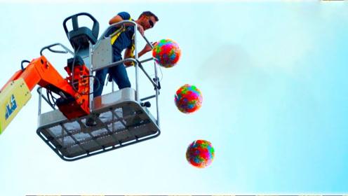 情侣脑洞大开,将弹性小球做成36斤的大球,砸在地上会怎样?