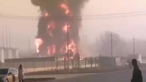 菏泽一工厂车间突发火灾 现场燃起巨大火球场面吓人