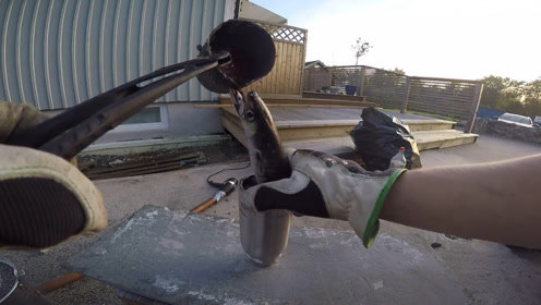 1200℃滚烫铝水倒进鱼嘴里,下一秒鱼的身体,真是让人大开眼界!