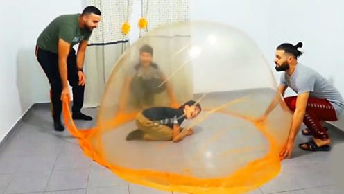 用史莱姆做一个泡泡帐篷?小哥大胆尝试,最后效果太惊艳了!
