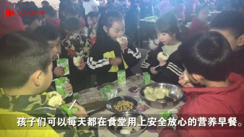 让孩子吃上放心餐!湖南小学食堂实行师生同吃制度,保障食品安全