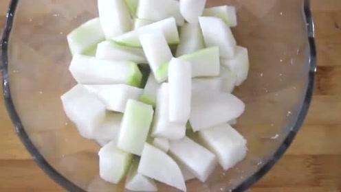 大厨教你在家自制酸萝卜,开胃又下饭,泡一天就能吃,越吃越想吃