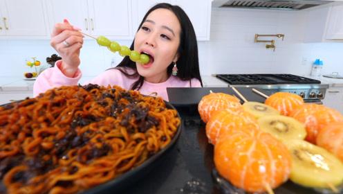 火鸡面和水果蜜饯一起吃,这是什么神仙吃法,网友:太馋人了