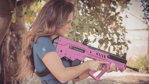 """巾帼不让须眉!""""超模级""""以色列女兵引网友热评 木兰哪有那么辣"""