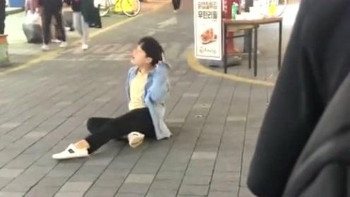 第一次带老婆来韩国,在街边看到了街头表演,这灵魂演绎也是没谁了!