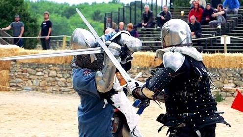 还原中世纪冷兵器格斗,身穿盔甲的武士对决!