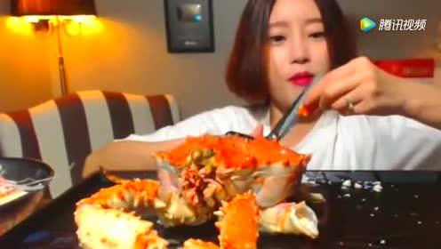 吃播大胃王吃超大帝王蟹!好吃到忘我!
