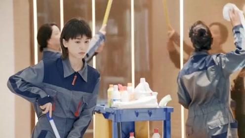 《第二次也很美》美女假扮服务员,刚换好衣服,就被领班叫住,哈哈!