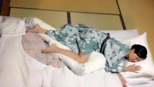 为什么日本人那么喜欢睡地上?真的比床舒服吗?看完你就懂了!