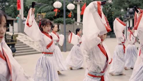 传承中华儿女魂!中国舞女以舞会友,这气场太强了