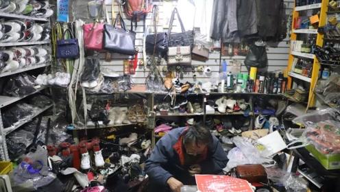 """七旬修鞋匠坚持十余年匿名捐款 只为还15年前""""人情债"""""""