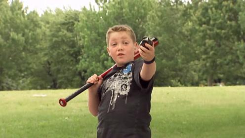 恶搞:熊孩子用假手榴弹当棒球打测试路人,个个惊慌四处逃命!