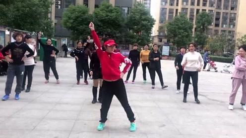 流行大小广场的摆胯舞,动作简单好看,饭后10分钟瘦出小蛮腰