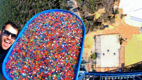 100万颗水宝宝从45米高塔扔下,到底是啥场面?现场归谁清理?