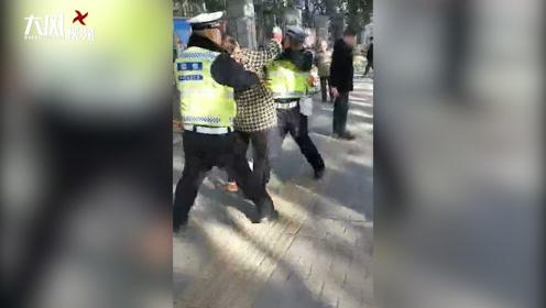 女子要求删除违停照片被拒,殴打辅警以妨害公务被刑拘