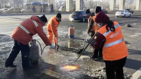 太难了!呼和浩特零下11℃,环卫工拎煤气罐上街喷火融雪