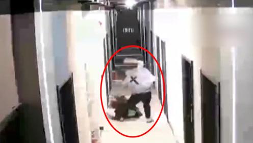 深圳一女子被男友从家殴打到楼道 当地妇联:已跟进介入