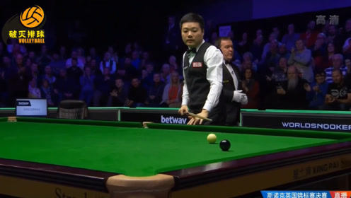 """拿下英锦赛冠军,丁俊晖最后一颗黑球""""发泄式""""击出球桌,这一刻等了太久"""