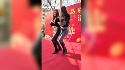这俩美女跳舞就是嗨,看来又要霸屏了