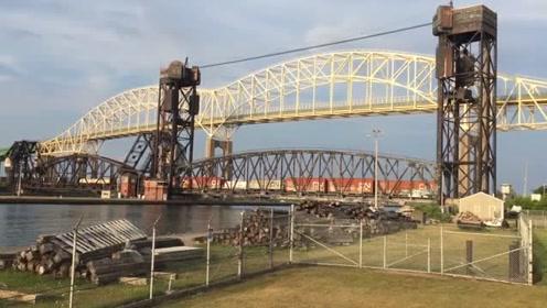 横跨河面可以自动升降的铁路还是头一次见,简直太先进了!