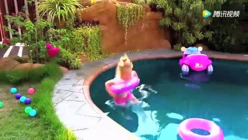 萌娃系列:玩具宝宝开着玩具车掉到了水里!小萝莉姐姐立马去救!