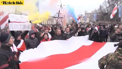 白俄罗斯人走上首都明斯克街头 反对国家与俄罗斯合并