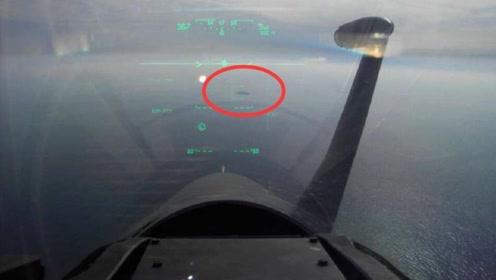 照片显示:希腊空军用幻影-2000锁定了土耳其军舰