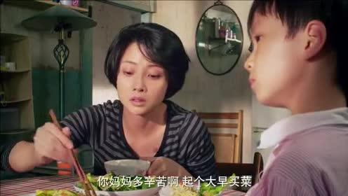 美女想当称职妈妈,低三下四向婆婆学做菜,儿子的反应让美女心碎