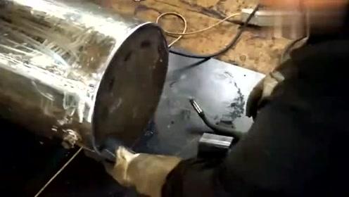 牛人自制简易暖气炉,这都能想出来,发明者真是天才!