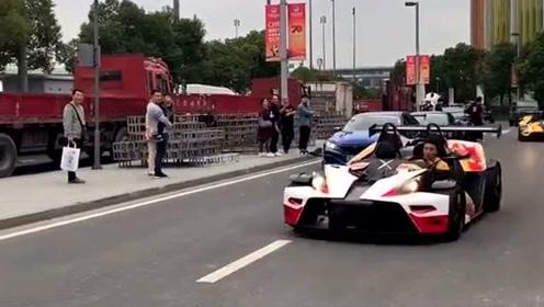 北京街头遇上的富二代,全是豪华超级跑车,场面太拉风了!
