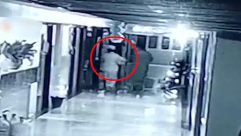 网传女子假扮护士抱走出生仅1天婴儿 警方通报:属实,孩子已找回
