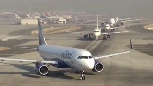 早高峰的国际机场,飞机也堵车,一架接一架