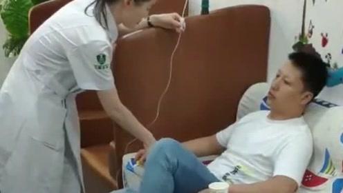 兄弟打个吊瓶都可以这么带感的,你这输的是跳跳糖吧,护士姐姐给接错线了?