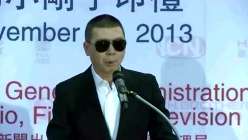 42岁离世半个娱乐圈送别,冯小刚帮他还200万,妻子守寡11年