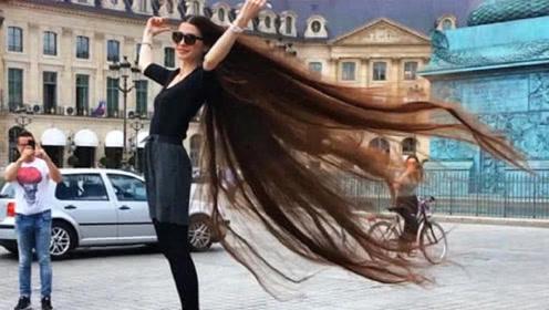 女孩头发忽长忽短伸缩自如,朋友还以为是假发,但却拽不下来