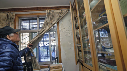 老旧小区改造外墙加装隔热层,雨水管改造不彻底导致住户书房渗水