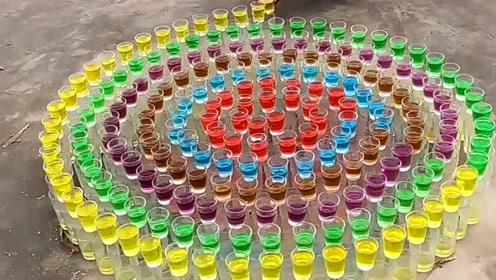 没想到杯子也能被你玩出新花样,太有才了,光排练就花了不少时间吧!