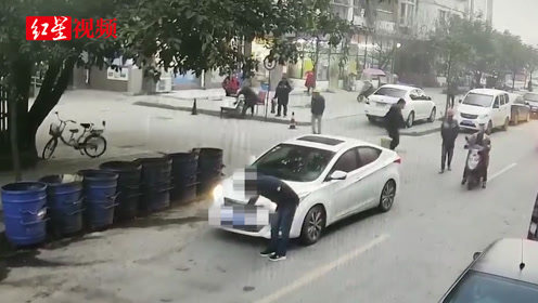 变造号牌被查 男子驾车逃逸将辅警拖行数米