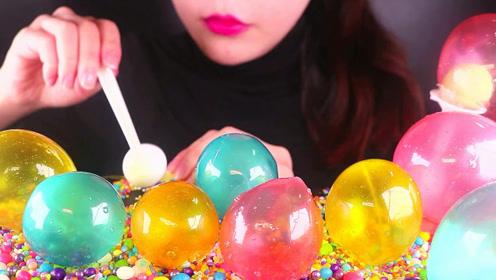 颜色炫彩的气球糖,质感像塑料咬开声音炸裂,你能忍受吗?
