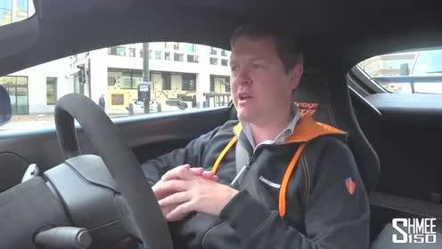 外国人上路试驾阿斯顿·马丁Vantage GT8!